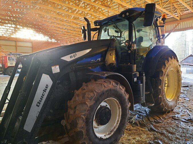 TRAKTOR NEW HOLLAND T7.165