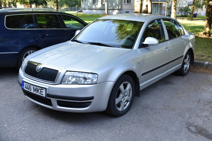 SKODA SUPERB 1.8 110 kW -07